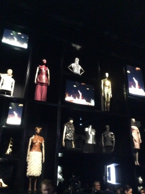 Londra celebra Alexander McQueen, sarto e iconoclasta (da 'Il Messaggero' del 13marzo)