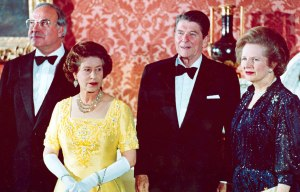 FILE - In a June 10, 1984 file photo, Britain's Queen Elizabeth II, second left, stands with, West German Chancellor Helmut Kohl, left, U.S. President Ronald Reagan, second right, and Britain's Prime Minister Margaret Thatcher at London's Buckingham Palace, prior to a dinner for summit leaders. (AP Photo, File)