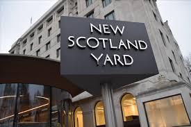 Niente di vero tranne i sentimenti. La rivolta delle donne usate (a loro insaputa) come copertura dagli agenti di Scotland Yard. (da Il Messaggero del 30agosto)